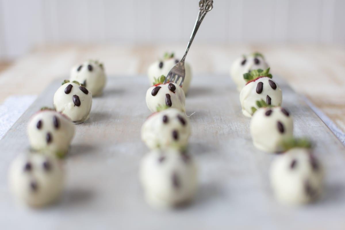 White Chocolate Strawberries for Halloween