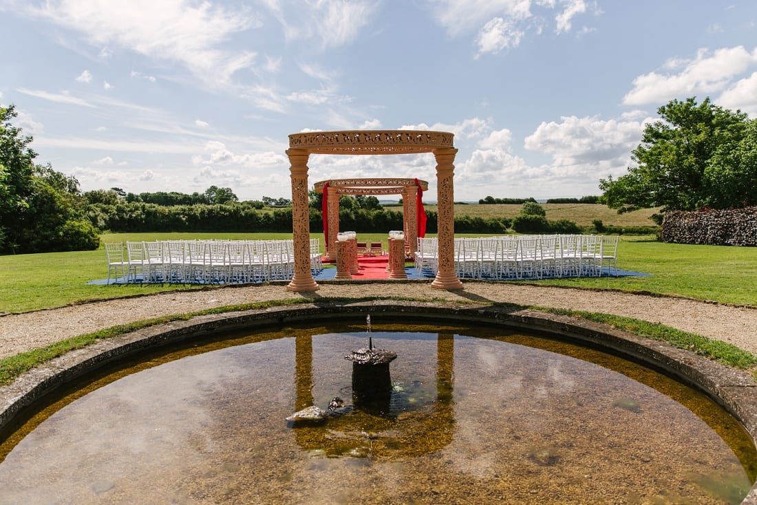 Reshma_Connor_PoundonHouse_Oxfordshire_Wedding_Photography_outdoor ceremony